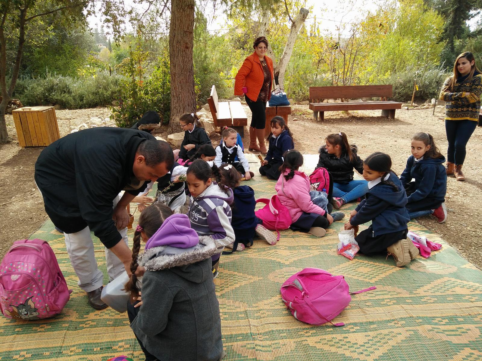 חינוך ילדי בתי הספר